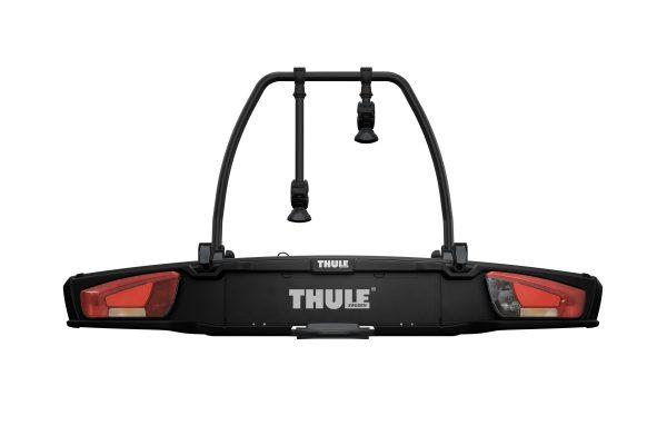 Bagażnik rowerowy Thule VeloSpace XT2 to niezwykle uniwersalny i prosty w użyciu bagażnik na dwa rowery. Bagażnik montowany jest na hak co znacznie ułatwia i przyśpiesza zarówno załadunek jak i rozładunek roweru